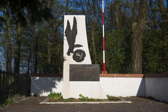 Pomnik w Wierzbnie